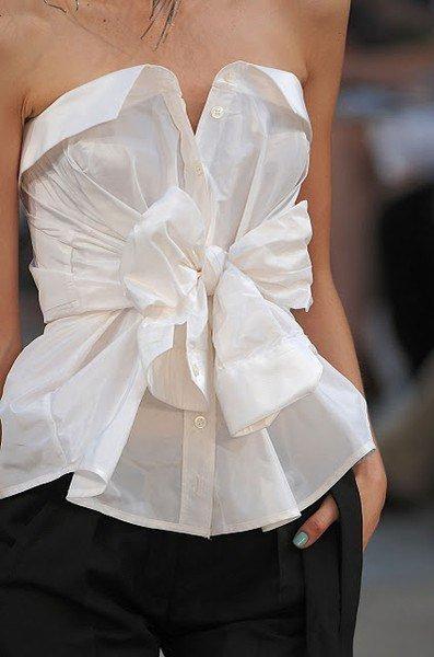 Как можно стильно носить обычную рубашку?