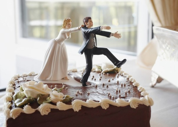 Жених не убежит: украшение свадебного торта