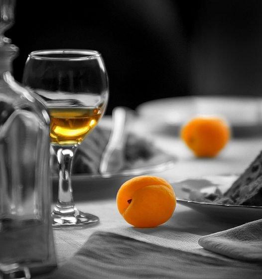 Домашнее абрикосовое вино для гурманов