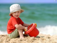 Игры с ребенком на пляже: забор для зайца
