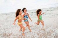 Игры с ребенком на пляже: удочка