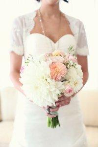 Георгины в букете невесты