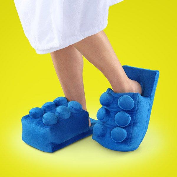 Тапочки в форме кирпичиков LEGO