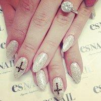 Келли Осборн похвасталась в  Instagram обручальным кольцом