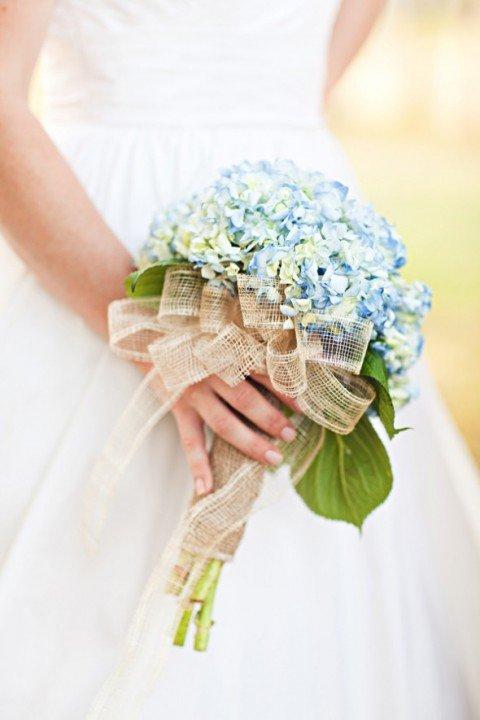 Летний букет невесты с гортензией
