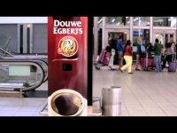 Автомат, который наливает кофе всем зевающим
