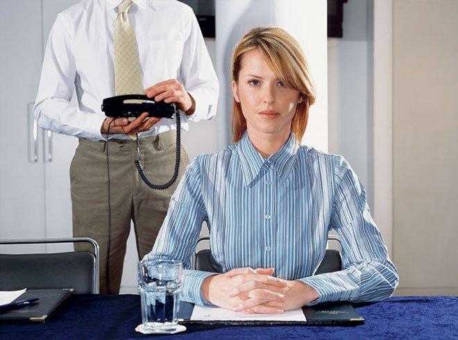 Роль женщины в мужском коллективе: любимица шефа