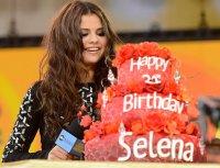 Что Джастин Бибер подарил Селене Гомес на день рождения?