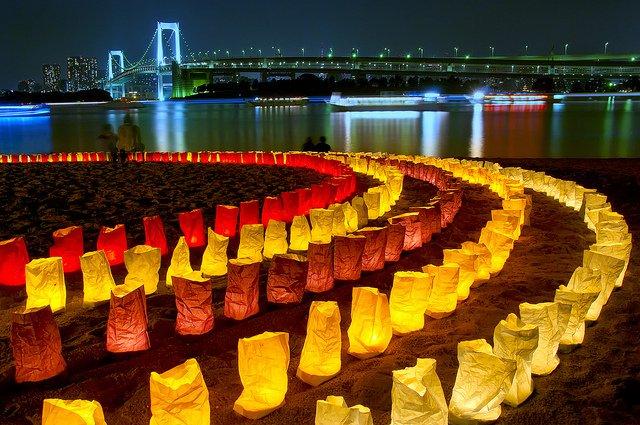 Фестиваль фонарей Манторо мацури