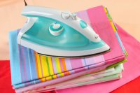 Как почистить утюг: подошва и резервуар