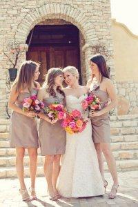 Выбираем платья для подружек невесты: одинаковый цвет и фасон