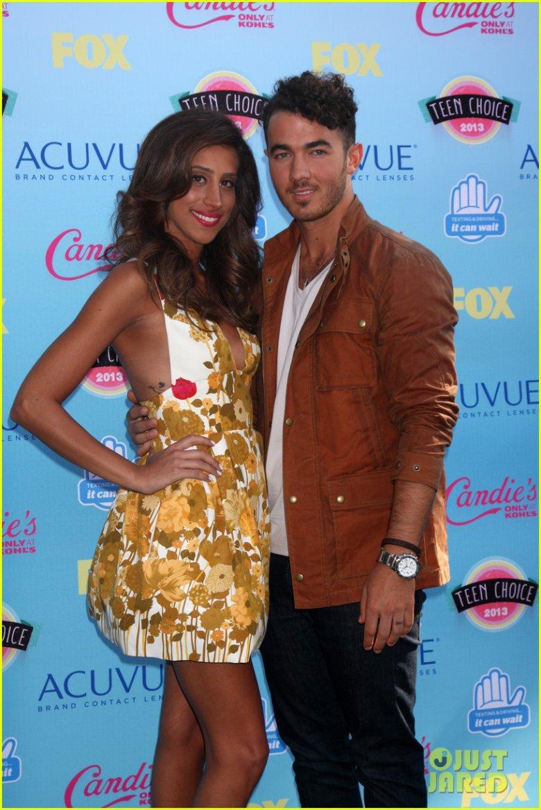 Teen Choice Awards 2013: Кевин Джонас вывел в свет беременную жену