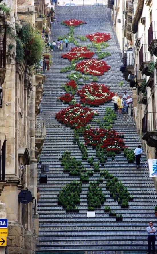 Цветочная лестница в Кальтаджироне