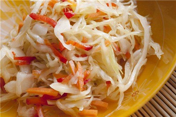 Салат из капусты, перцев и кабачков