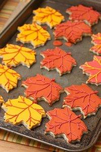 Идея для выпечки: печенье-листочки с королевской глазурью