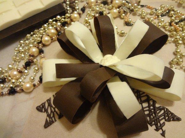 Шоколадный бант для украшения торта
