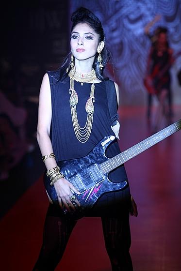 Индийская неделя ювелирной моды IIJS-2013: Gehna