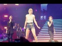Тейлор Свифт исполнила песню Closer вместе с Tegan and Sara