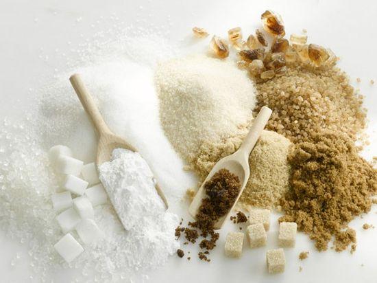 В чем разница между белым и коричневым сахаром?