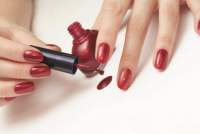 Как научиться аккуратно красить ногти?