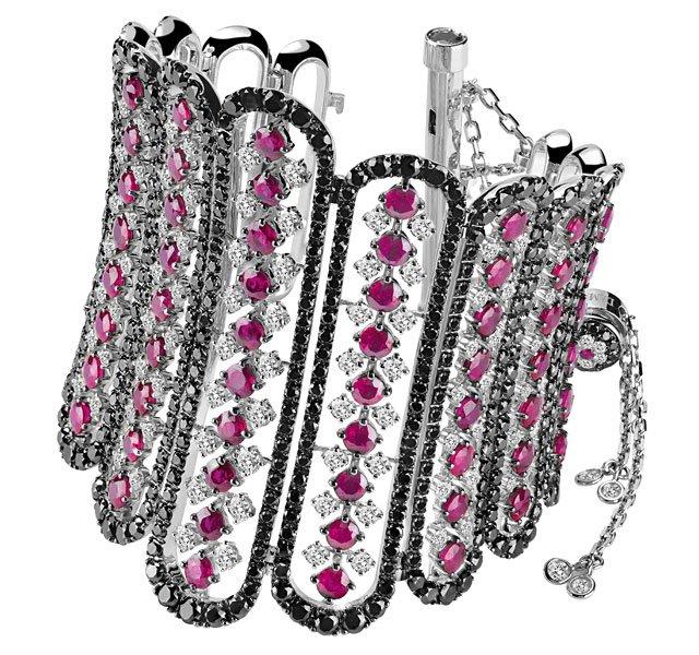 Бриллиантовые браслеты в виде корсетов