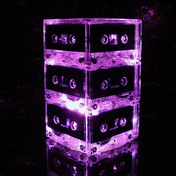 Дизайнерский светильник из аудиокассет