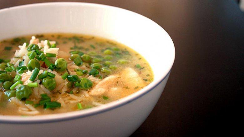 Вкусный рисовый суп с зеленым горохом