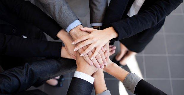 Как сочетать дружбу с коллегами и работой?