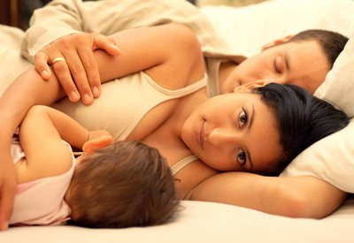 Когда отучать ребенка от ночного кормления?