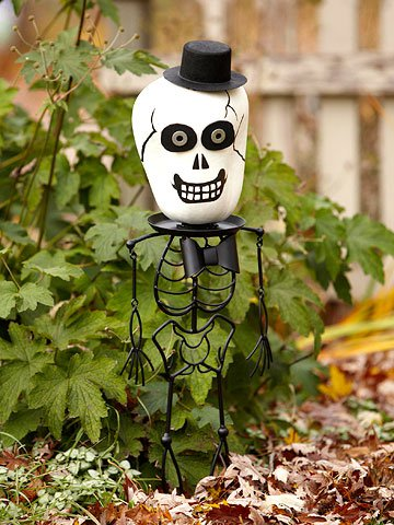 Тыква на Хэллоуин: скелет с головой из тыквы