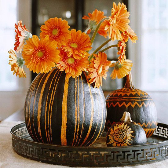 Черно-оранжевое украшение стола на Хэллоуин