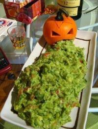 Оригинальный способ подачи гуакамоле на Хэллоуин