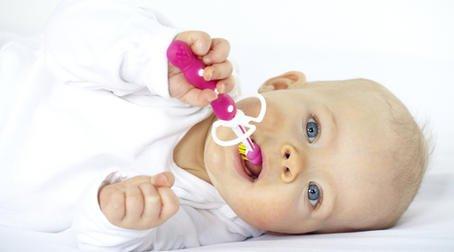 Как помочь ребенку, когда режутся зубки?