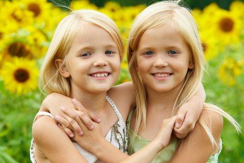 Выбираем игрушки для близнецов и двойняшек
