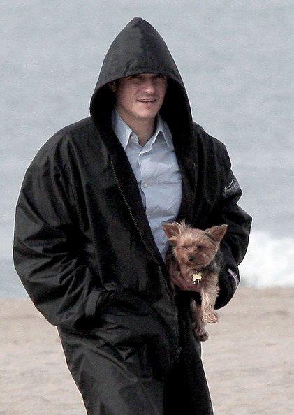 Орландо Блум и его крошечная собака