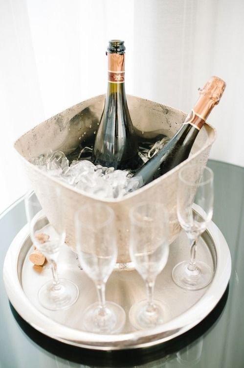 Как открыть шампанское?