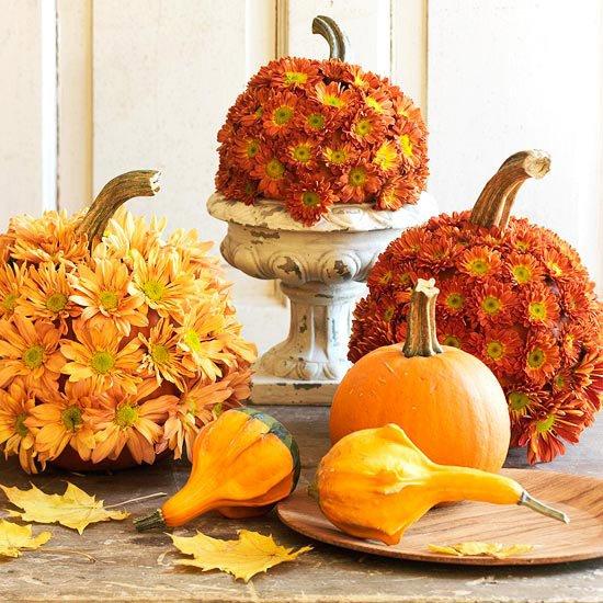 Украшение дома на Хэллоуин: цветочные тыквы