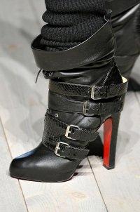Модная обувь осень-зима 2013: пряжки и ремешки