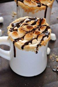 Горячий шоколад со сморами и крекерами