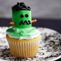 Украшение капкейков на Хэллоуин: маршмэллоу Франкенштейн