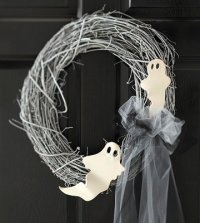Поделки на Хэллоуин: призрачный венок своими руками