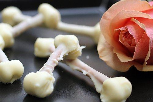 Десерт на Хэллоуин: хрустящие косточки