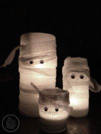 Подсвечники в виде мумий на Хэллоуин