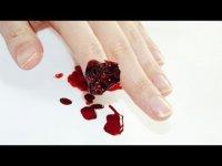 Маникюр на Хэллоуин: оторванный палец