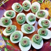 Закуска на Хэллоуин «Зеленые дьявольские яйца»