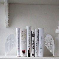 Дизайнерская подставка для любимых книг