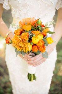 Осенний букет невесты в оранжево-желтой гамме