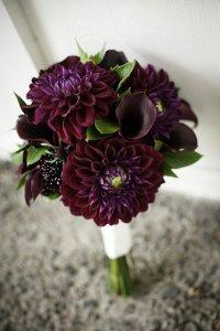 Осенний букет невесты в фиолетовой гамме