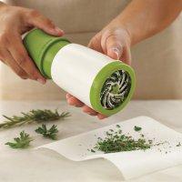 Удобный измельчитель для свежей зелени