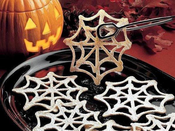 Пирожное в форме паутины на Хэллоуин